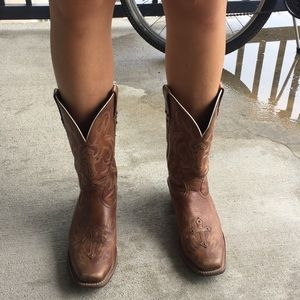 1e376e7af18 Ariat Brown Leather Cross Cowboy Boots